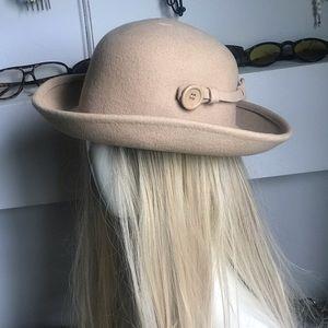 Vintage 1980s perfect condition felt hat!